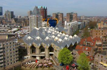 Кубические_дома_в_Роттердаме,_вид_из_Старого_порта